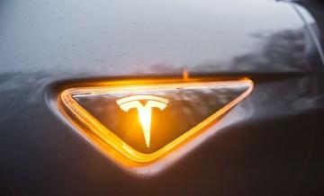 Tesla S 16