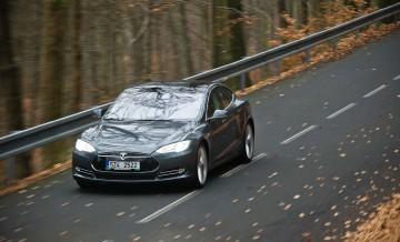 Tesla S 6