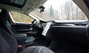 Tesla S 7