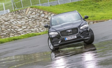 f-pace-driving-centre-20160906-017