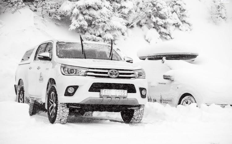 Toyota_Hilux_2017_1