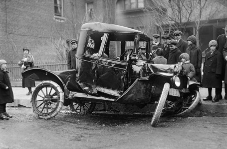 Auto_accident_on_Bloor_Street_West_in_1918