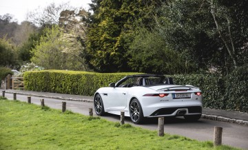 Jaguar_F-Type_P300_18