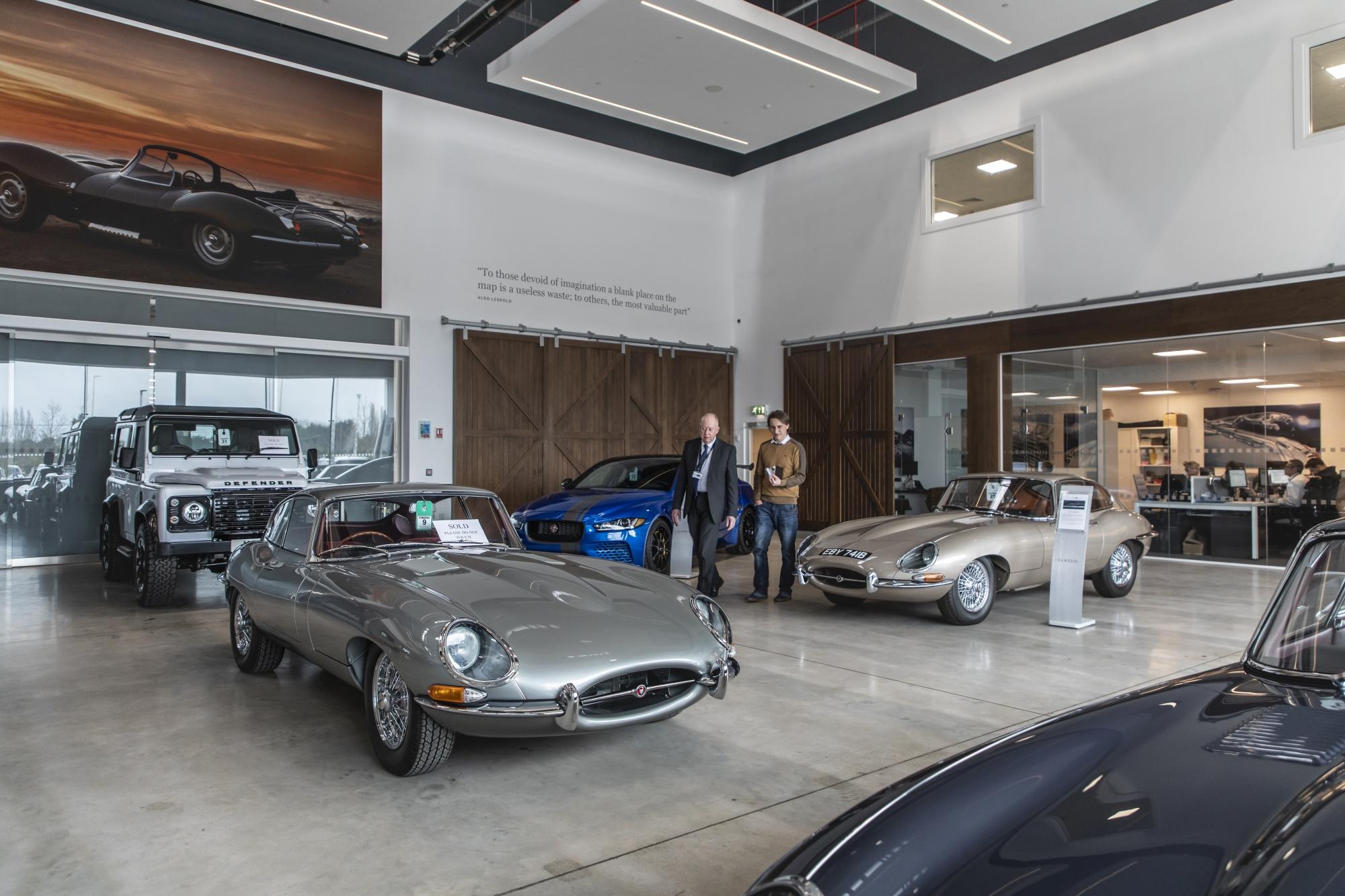 Jaguar_LR_Classic_1res