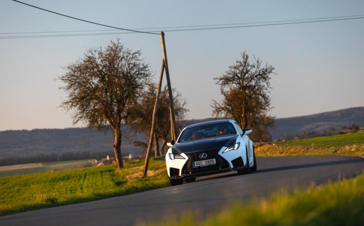 Lexus RCF TE jízda_2