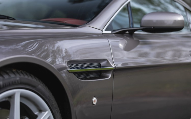 Aston Martin Vantage (2)_11