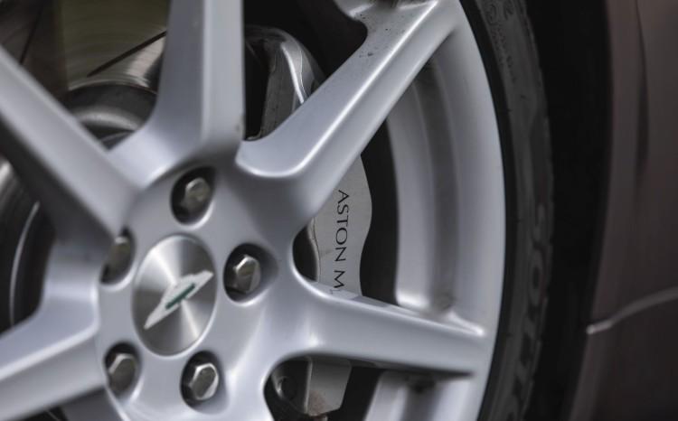 Aston Martin Vantage (2)_12