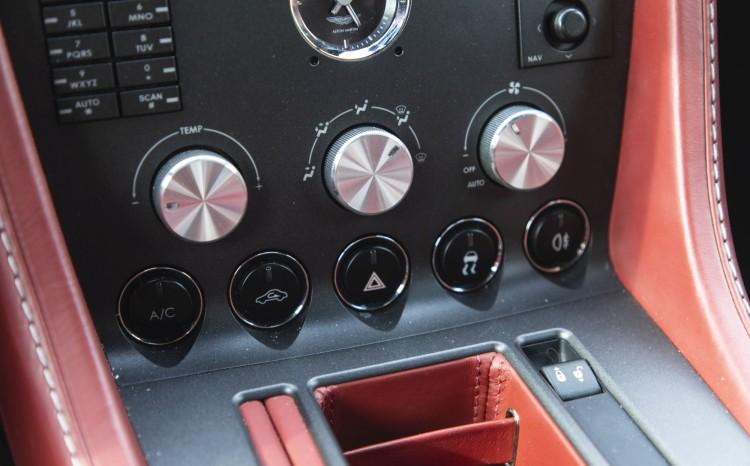 Aston Martin Vantage (2)_39