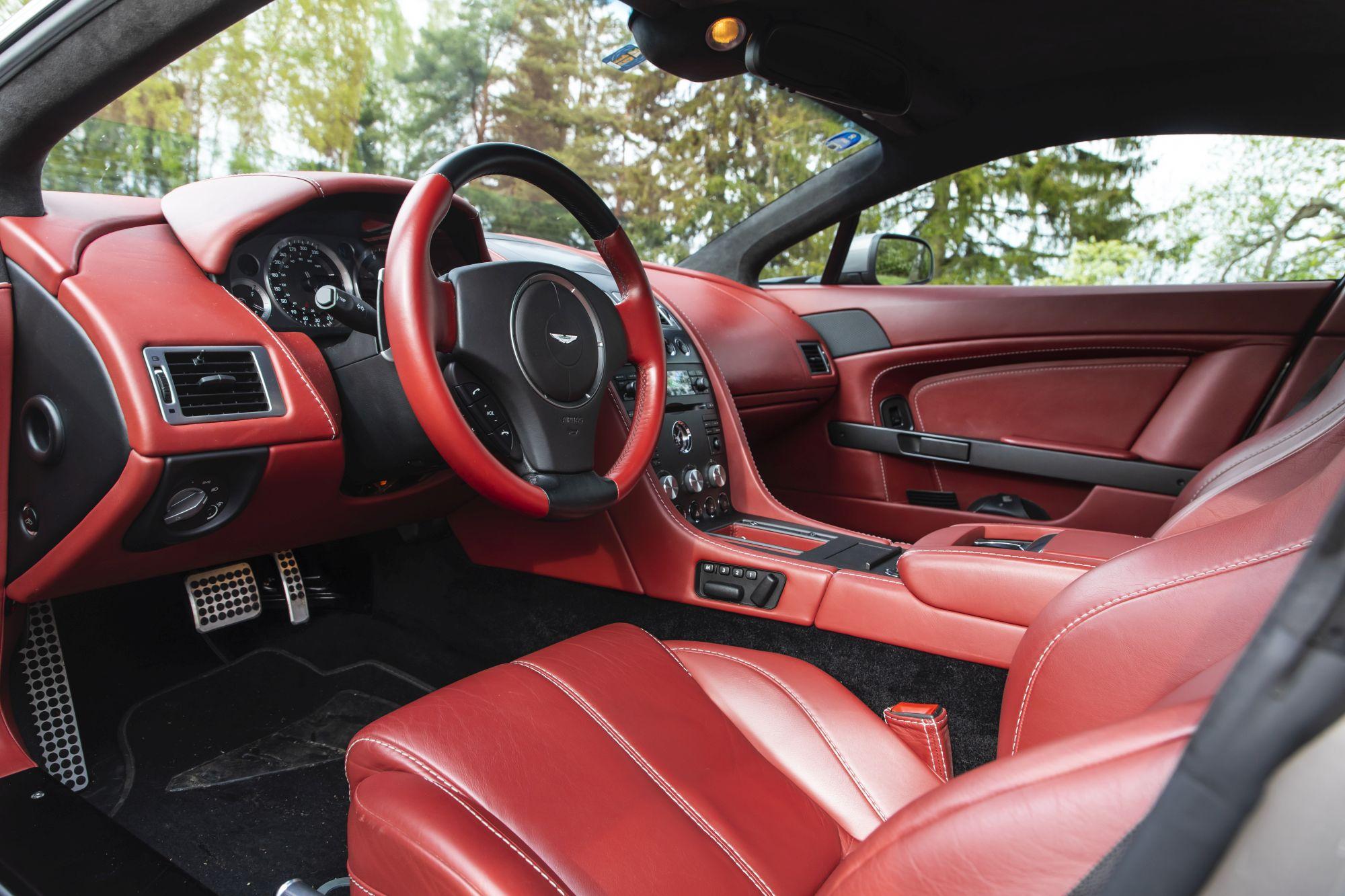 Aston Martin Vantage (2)_41