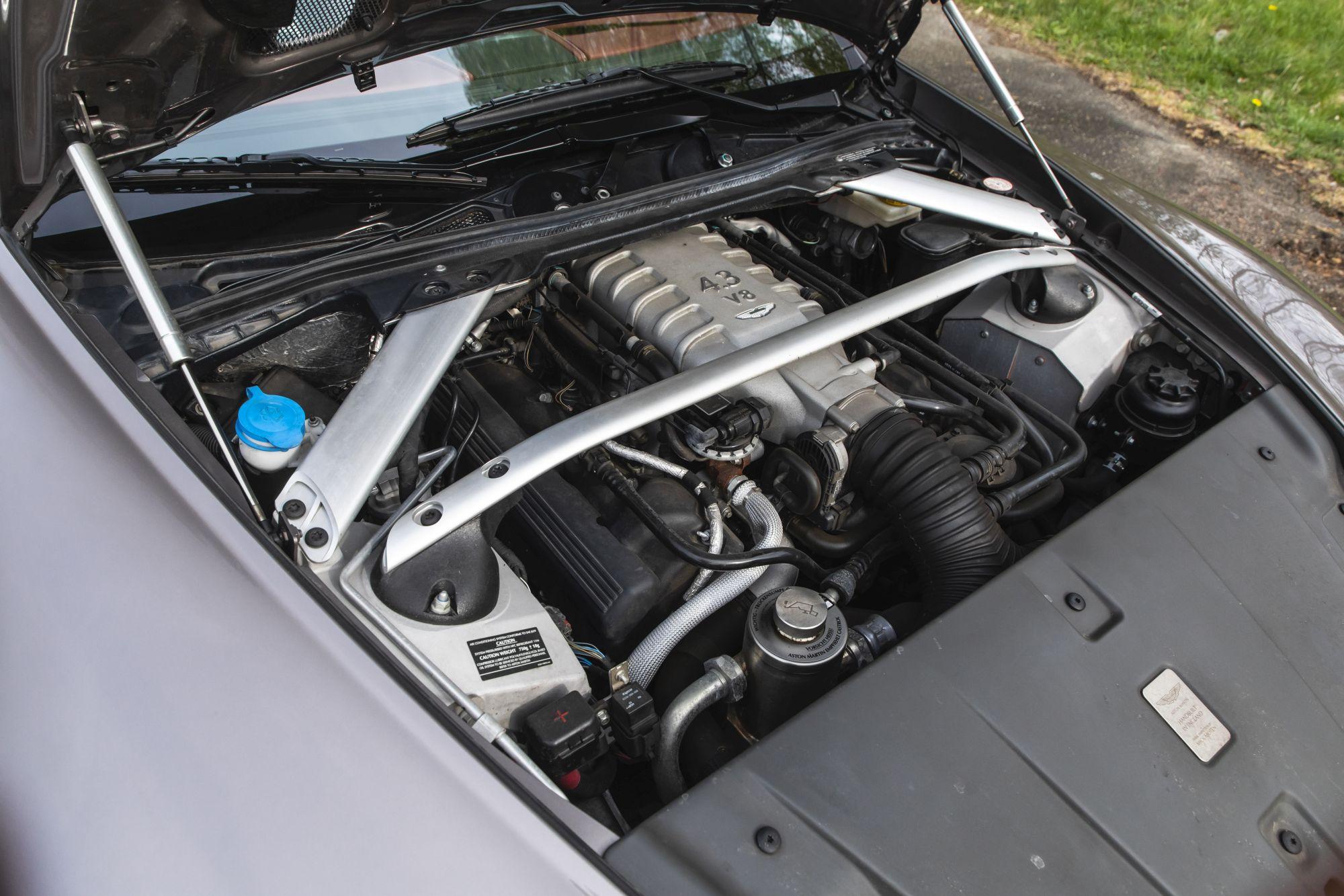 Aston Martin Vantage (2)_48