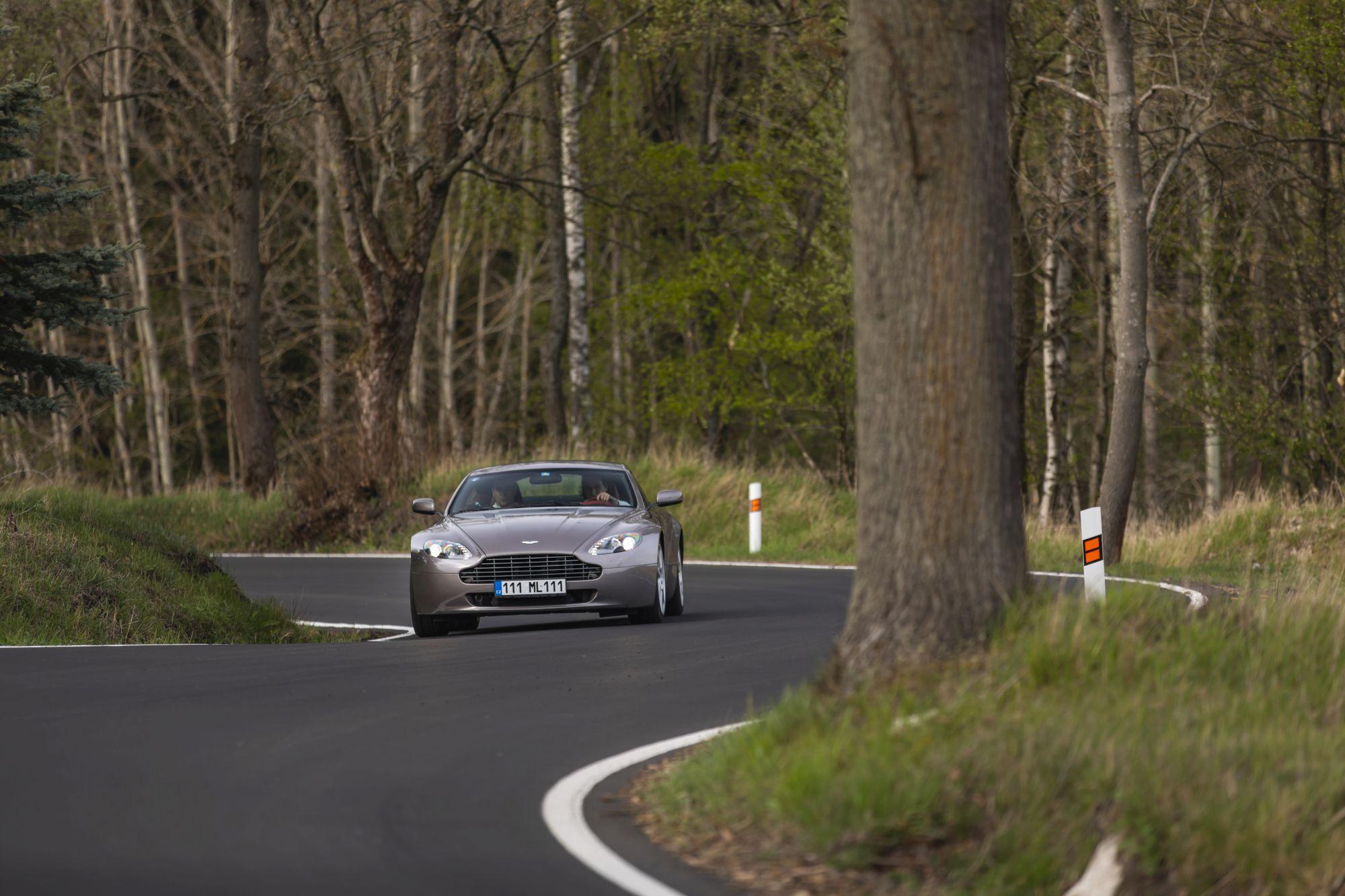 Aston Martin Vantage (2)_76