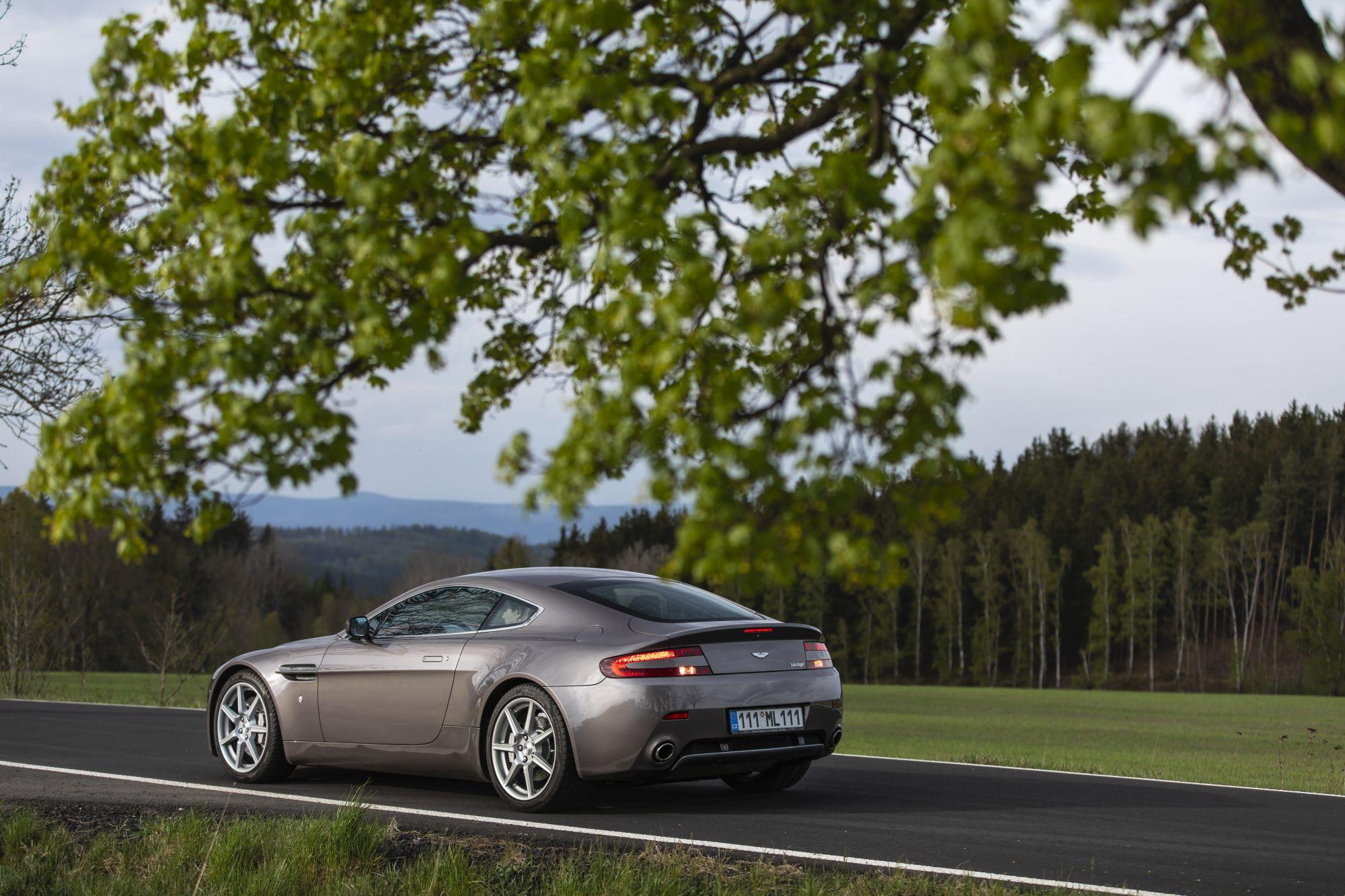 Aston Martin Vantage (2)_88