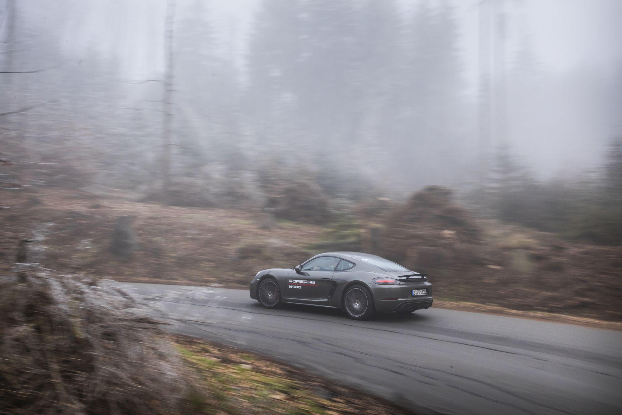 Porsche 718GTS _90