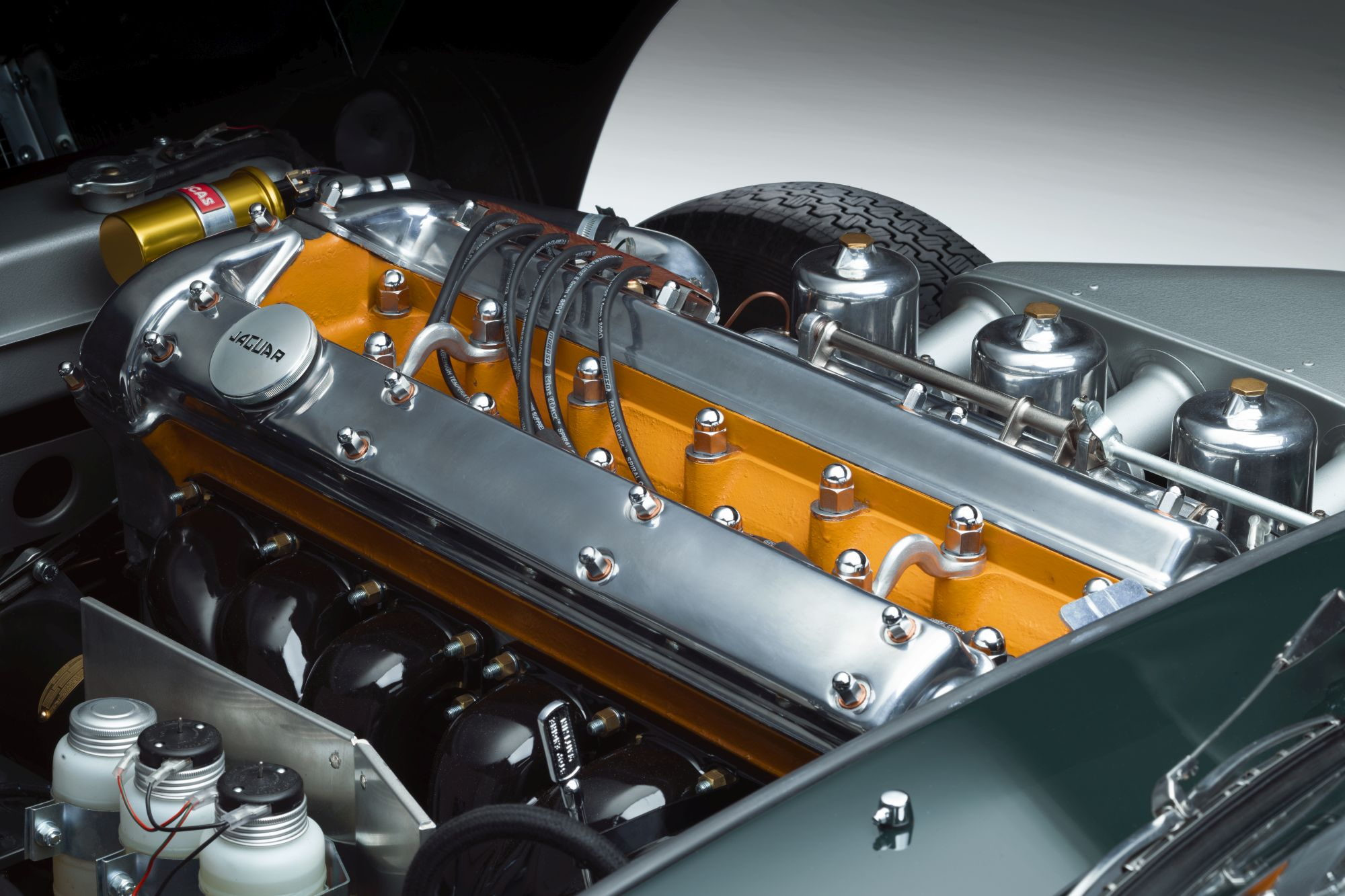 11 E-TYPE OTS engine 02