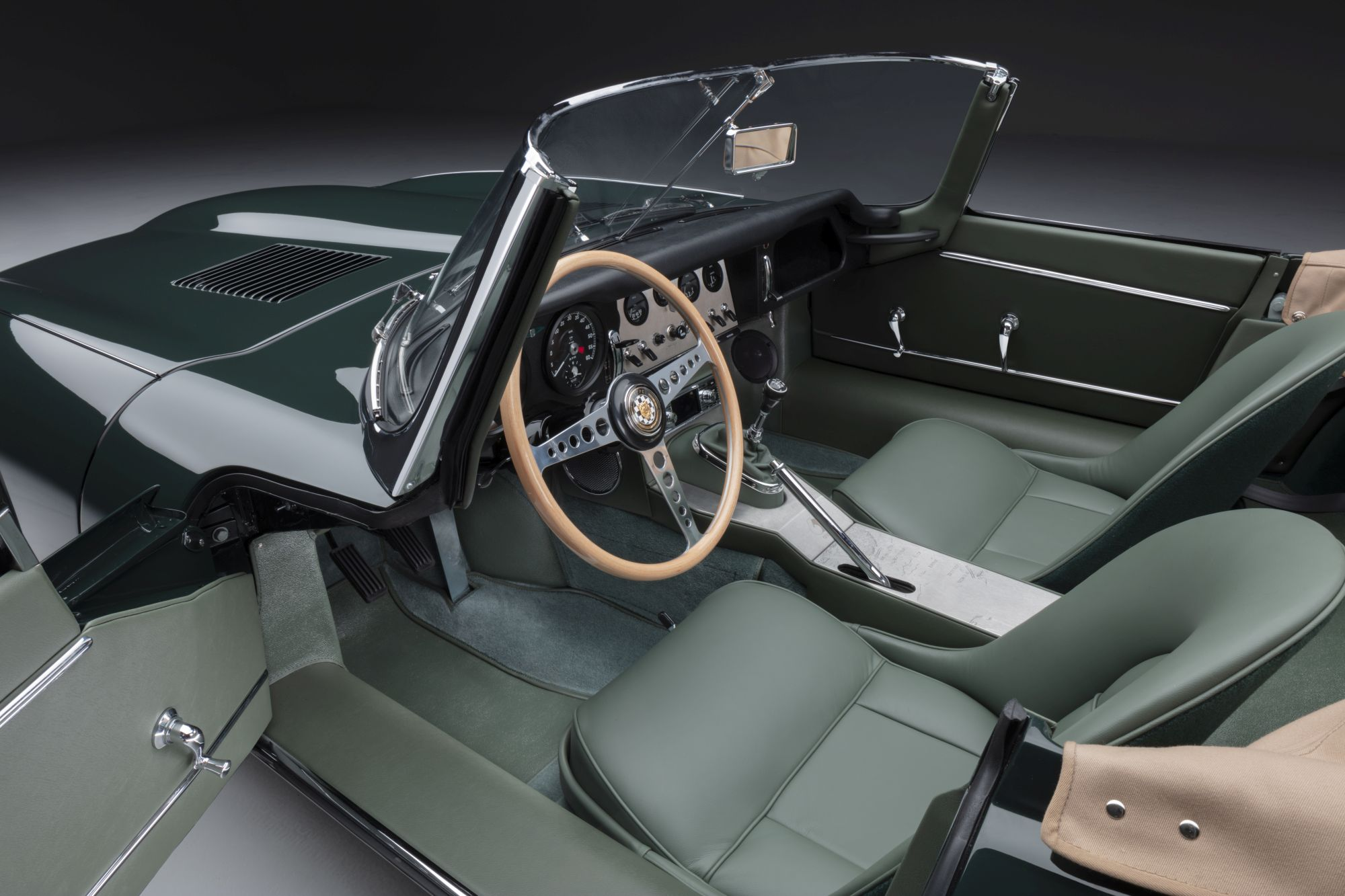 12 E-TYPE OTS interior 01