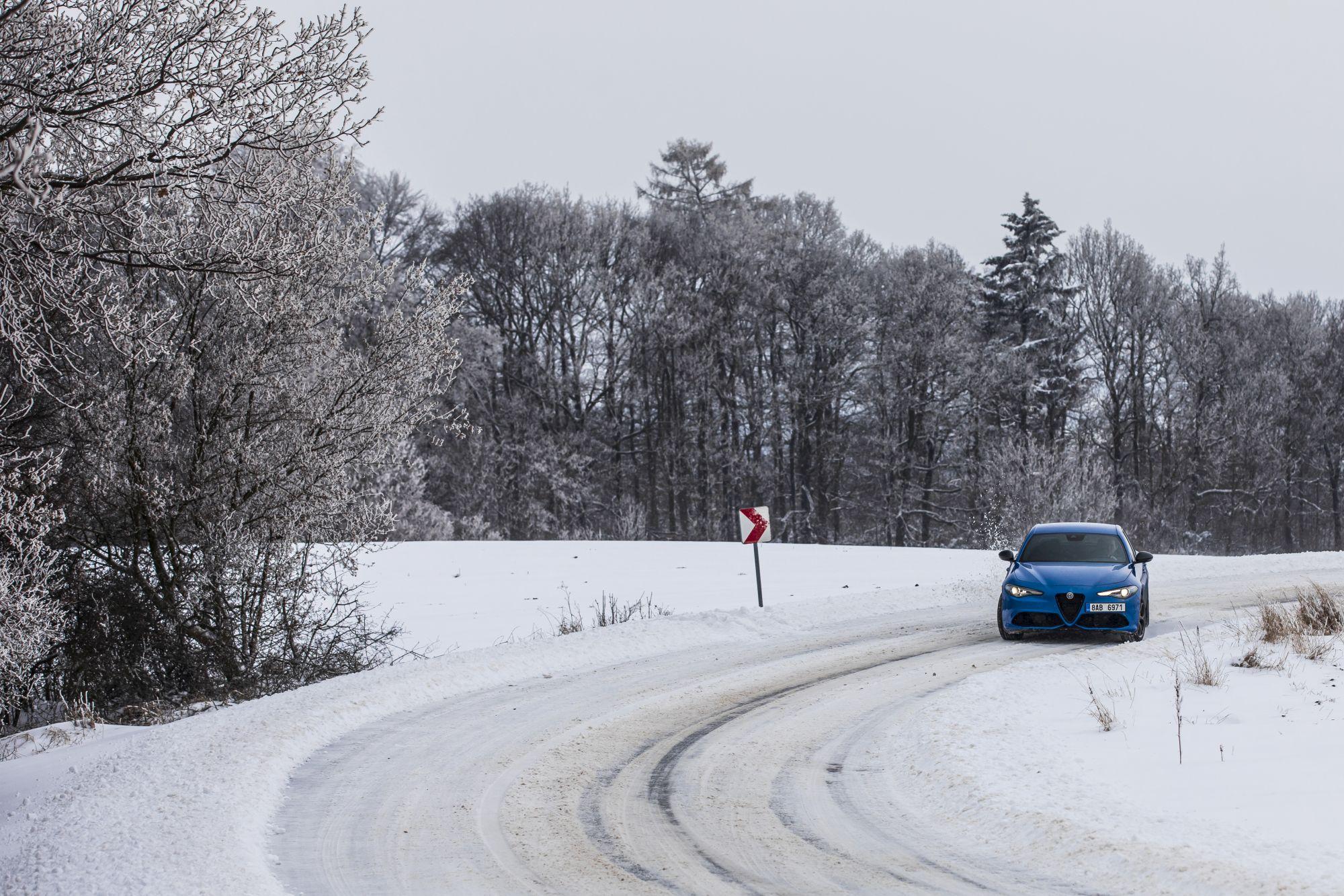 Alfa Romeo Giulia Veloce Ti (sníh)_1