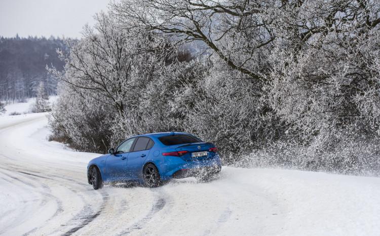 Alfa Romeo Giulia Veloce Ti (sníh)_13