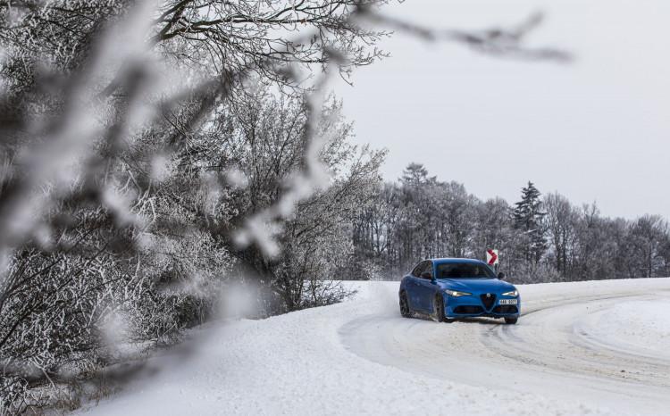 Alfa Romeo Giulia Veloce Ti (sníh)_5